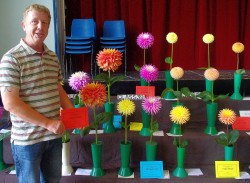 Mark wins Giant dahlia class